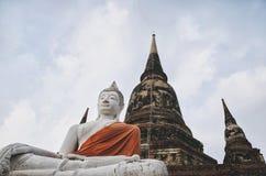 坐的菩萨雕象,阿尤特拉利夫雷斯,泰国 免版税库存照片
