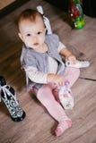 坐的婴孩演奏瓶 decoupage 图库摄影