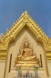 坐菩萨雕象的金子 免版税图库摄影