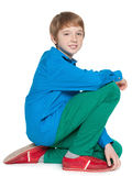 坐青春期前的男孩的时尚 图库摄影