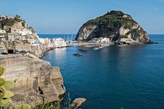 坐骨海岛的Sant'Angelo镇 库存图片