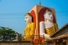 坐Buddhas四个雕象  塔Kyaikpun菩萨 Bago,缅甸 缅甸 免版税图库摄影