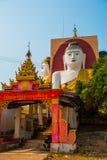 坐Buddhas四个雕象  塔Kyaikpun菩萨 Bago,缅甸 缅甸 库存照片