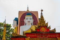 坐Buddhas四个雕象  塔Kyaikpun菩萨 Bago,缅甸 缅甸 免版税库存图片