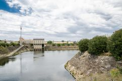 坑和排水设备泵站有多云天空背景 库存照片