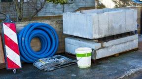 坑预制混凝土块和卷使输送管道成波状 库存照片