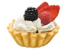 结块与奶油和莓果的篮子,被隔绝 图库摄影