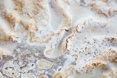 结块与被鞭打的奶油色结霜,油脂,肥胖洗涤剂溶化的油脂 图库摄影
