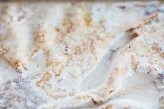 结块与被鞭打的奶油色结霜,油脂,肥胖洗涤剂溶化的油脂 库存照片