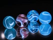 4块五颜六色的玻璃大理石 免版税图库摄影