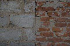 块和红砖背景墙壁  免版税库存图片