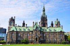 块大厦西方渥太华的议会 免版税库存图片