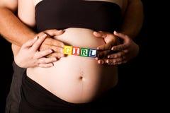 块演奏怀孕的木年轻人的夫妇藏品 库存图片