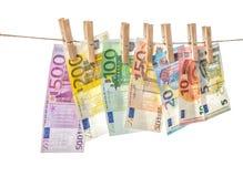 5000块背景票据货币模式卢布 垂悬晒衣夹的欧洲钞票 免版税图库摄影