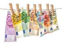 5000块背景票据货币模式卢布 垂悬晒衣夹的欧洲钞票 免版税库存图片