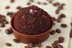 块菌状巧克力和咖啡豆 库存图片