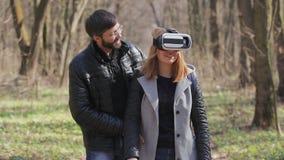 360块VR玻璃的少妇 虚拟现实 股票录像
