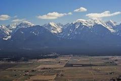 坚固性多雪的山在西蒙大拿美国 免版税库存照片