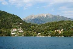 坚固性希腊海岛海岸线 免版税库存照片