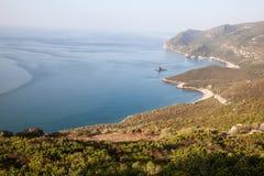 坚固性长满的葡萄牙海岸 库存图片