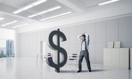 坚定的银行家人以现代办公室内部打破的美元 库存照片