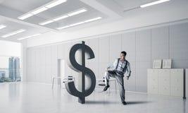 坚定的银行家人以现代办公室内部打破的美元 免版税图库摄影