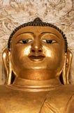 坚强的金黄思考的菩萨面对与三只眼缅甸Myanma 免版税库存图片