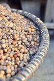 坚果壳是待售在一个地方市场上在越南 库存图片