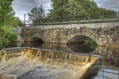 水坝和水力发电站的老石桥梁在HDR的 图库摄影