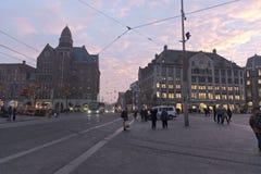 水坝方形的阿姆斯特丹晚上 免版税库存照片