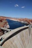 水坝用在它后的水 图库摄影