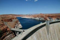 水坝用在它后的水 免版税图库摄影