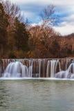 水坝自然瀑布 免版税库存照片