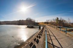 水坝冻结的水 免版税图库摄影