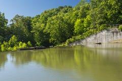 水坝Versailles湖 免版税库存图片