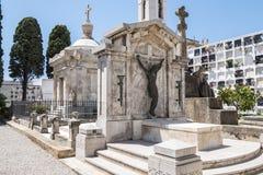 坟墓在公墓,坟园 免版税库存照片
