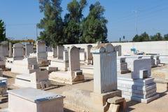 坟墓在公墓,犹太公墓 免版税库存图片