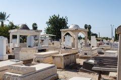 坟墓在公墓,犹太公墓 库存图片