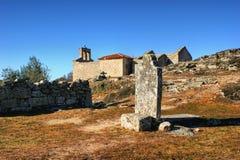 坟墓在Castelo Mendo历史村庄  免版税库存图片