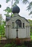 坟墓的石教堂在Nikolsky公墓在亚历山大・涅夫斯基拉夫拉在圣彼得堡,俄罗斯 免版税库存图片