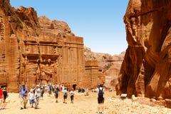 坟茔在岩石在Petra,约旦雕刻了 库存图片