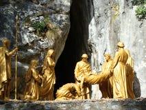 坟茔雕象的,卢尔德,法国耶稣 免版税库存照片