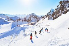 坡道滑雪在阿尔卑斯 库存照片
