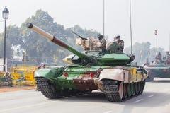 坦克和军人在即将来临的印度共和国天游行的排练活动参与 德里新的印度 图库摄影