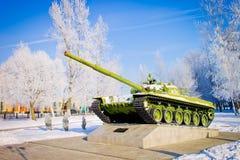坦克,对俄国武装的一座纪念碑 2010年都市风景俄国1月莫斯科冬天 库存图片