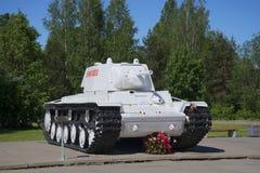 坦克KV-1列宁格勒在冬天,安装在列宁格勒封锁博物馆西洋镜断裂  免版税库存图片