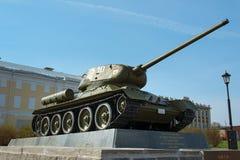 坦克T-34在下诺夫哥罗德克里姆林宫的疆土 免版税库存照片