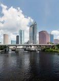 坦帕日间佛罗里达城市地平线  免版税库存图片