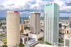 坦帕,佛罗里达街市地平线摩天大楼空中照片 库存图片
