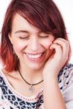 坦率的愉快的笑自然真正的女人 免版税库存照片